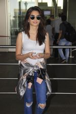 Kriti Kharbanda snapped at airport on 18th Oct 2016 (32)_58062b490f49f.JPG
