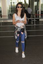 Kriti Kharbanda snapped at airport on 18th Oct 2016 (33)_58062b4a64433.JPG