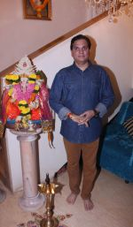 Lalit Pandit at Bappi Lahiri_s Lakshmi Pooja at the Lahiri House in Juhu_58062606026a7.jpg