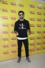 Ranbir Kapoor at radio mirchi on 18th Oct 2016 (9)_5806305e63224.JPG