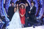 Ranbir Kapoor on the sets of Jhalak Dikhhla Jaa for the promotion of his upcoming movie Ae Dil Hai Mushkil on 17th Oct 2016 (8)_580632c954a09.JPG