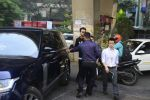 Ranbir Kapoor snapped in Mumbai on 18th Oct 2016 (14)_58062db86c206.JPG
