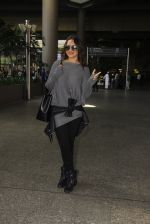Sonakshi Sinha snapped at airport on 18th Oct 2016 (37)_58062b65e6570.JPG