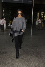 Sonakshi Sinha snapped at airport on 18th Oct 2016 (40)_58062b6809fad.JPG