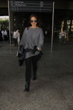 Sonakshi Sinha snapped at airport on 18th Oct 2016 (42)_58062b6c3f240.JPG