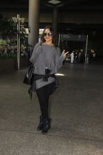 Sonakshi Sinha snapped at airport on 18th Oct 2016 (44)_58062b6eb3cd1.JPG