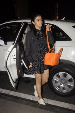 Alia Bhatt snapped at Airport on 18th Oct 2016 (21)_580704a38b8c5.JPG
