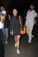 Alia Bhatt snapped at Airport on 18th Oct 2016 (28)_580704aaaf813.JPG