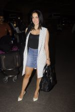 Elli Avram snapped at Airport on 18th Oct 2016 (41)_58070513536fc.JPG