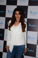 Raveena Tandon at Nischint app launch on 18th Oct 2016 (15)_5807045bdd123.JPG