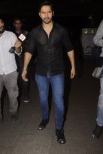 Varun Dhawan snapped at Airport on 18th Oct 2016 (36)_580705565504a.JPG