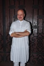 Anupam Kher celebrate Karva Chauth at Anil Kapoor�s house in Juhu on 19th Oct 2016 (28)_58086fe0afdf5.JPG