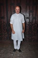 Anupam Kher celebrate Karva Chauth at Anil Kapoor�s house in Juhu on 19th Oct 2016 (29)_58086fe2c058d.JPG