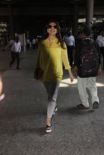 Juhi Chawla snapped at airport on 19th Oct 2016 (14)_58086f93cacec.JPG
