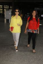 Juhi Chawla snapped at airport on 19th Oct 2016 (18)_58086f9c8dbea.JPG
