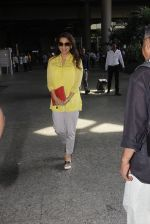 Juhi Chawla snapped at airport on 19th Oct 2016 (20)_58086f9fb9971.JPG