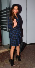 Malaika Arora Khan snapped at a family dinner on 19th Oct 2016 (20)_5808713b4c6f9.JPG