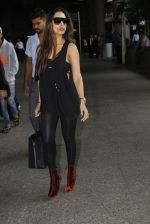 Malaika Arora Khan snapped at airport on 19th Oct 2016 (27)_58086fa5162f5.JPG