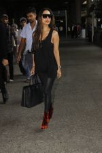 Malaika Arora Khan snapped at airport on 19th Oct 2016 (28)_58086fa734900.JPG