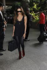 Malaika Arora Khan snapped at airport on 19th Oct 2016 (30)_58086faa8c529.JPG