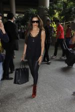 Malaika Arora Khan snapped at airport on 19th Oct 2016 (31)_58086fabdd0ab.JPG