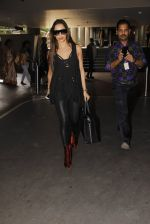 Malaika Arora Khan snapped at airport on 19th Oct 2016 (32)_58086face12be.JPG