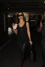 Malaika Arora Khan snapped at airport on 19th Oct 2016 (35)_58086fb00b28f.JPG