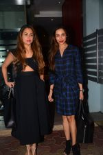 Malaika Arora Khan, Amrita Arora snapped at a family dinner on 19th Oct 2016 (32)_580871477c188.JPG