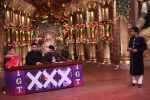 Ranbir Kapoor and Karan Johar at Comedy Nights Bachao on 19th Oct 2016 (7)_58087197cfaf1.JPG
