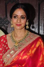 Sridevi celebrate Karva Chauth at Anil Kapoor�s house in Juhu on 19th Oct 2016 (40)_580870d015609.JPG