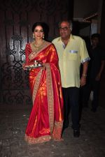 Sridevi, Boney Kapoor celebrate Karva Chauth at Anil Kapoor�s house in Juhu on 19th Oct 2016 (89)_580870e98af4a.JPG