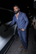 Sunil Shetty snapped at Korner House on 19th Oct 2016 (152)_58087643b9037.JPG