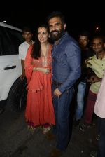 Sunil Shetty, Mana Shetty snapped at Korner House on 19th Oct 2016 (154)_5808765b4f9e3.JPG