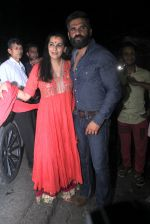 Sunil Shetty, Mana Shetty snapped at Korner House on 19th Oct 2016 (153)_580876486442f.JPG