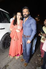 Sunil Shetty, Mana Shetty snapped at Korner House on 19th Oct 2016 (156)_5808764aeea60.JPG