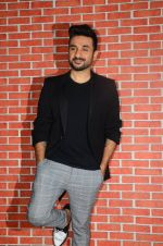 Vir Das at Media meet of 31st October on 19th Oct 2016 (17)_580873b5b35c8.JPG