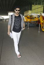 Zayed Khan snapped at airport on 19th Oct 2016 (12)_58086fbb9135b.JPG