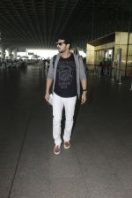 Zayed Khan snapped at airport on 19th Oct 2016 (8)_58086fb3cd61e.JPG