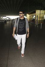 Zayed Khan snapped at airport on 19th Oct 2016 (9)_58086fb64d0c1.JPG