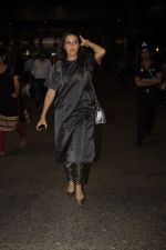 Neha Dhupia snapped at airport on 20th Oct 2016 (40)_5809d9659a98e.JPG