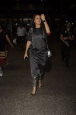 Neha Dhupia snapped at airport on 20th Oct 2016 (41)_5809d9667aae2.JPG