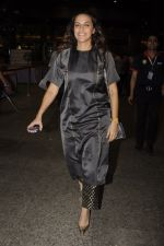 Neha Dhupia snapped at airport on 20th Oct 2016 (46)_5809d96b08018.JPG