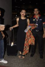 Radhika Apte snapped at airport on 20th Oct 2016 (50)_5809d97561bb1.JPG