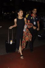 Radhika Apte snapped at airport on 20th Oct 2016 (51)_5809d9768ebc7.JPG