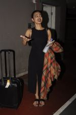 Radhika Apte snapped at airport on 20th Oct 2016 (56)_5809d97ca2a89.JPG