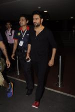 Shekhar Ravjiani snapped at airport on 20th Oct 2016 (54)_5809d98e28d78.JPG