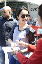 Shraddha kapoor at domestic Airport on 20th Oct 2016 (10)_5809af99da004.JPG