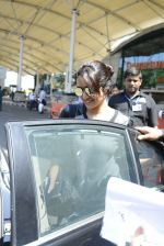 Shraddha kapoor at domestic Airport on 20th Oct 2016 (11)_5809af95da07c.JPG