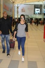 Shraddha kapoor at domestic Airport on 20th Oct 2016 (3)_5809af8ab010e.JPG