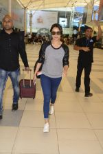 Shraddha kapoor at domestic Airport on 20th Oct 2016 (5)_5809af8dad00d.JPG